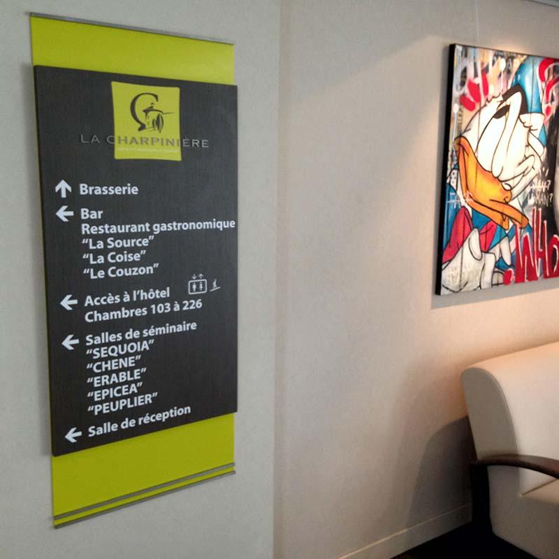 Assez Hôtel 4 étoiles La Charpinière | Ariane Signalétique  CW52