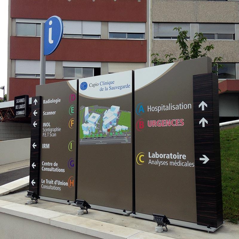 clinique-sauvegarde_signaletique-69_totem-situation