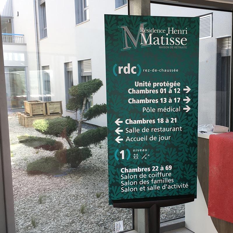domidep-matisse_signaletique-59_totem-interieur