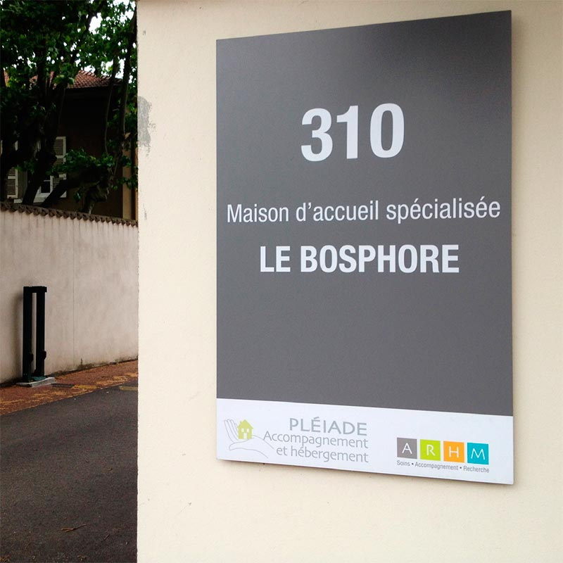 mas-bosphore_signaletique-69_panneau-entree
