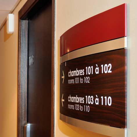 Hotel-des-Deux-Domaines_signaletique-73_directionnel-etage