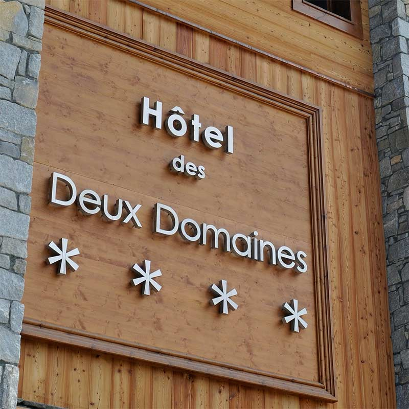 Hotel-des-Deux-Domaines_signaletique-73_lettres-relief