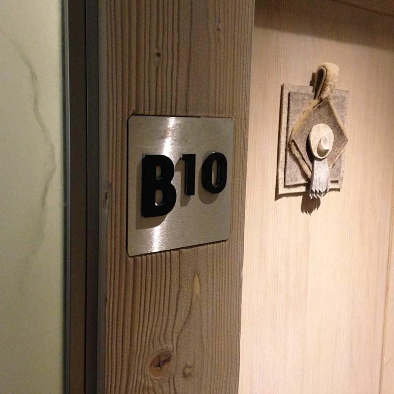 MGM-le-roc-des-tours_signaletique-74_plaque-chambre