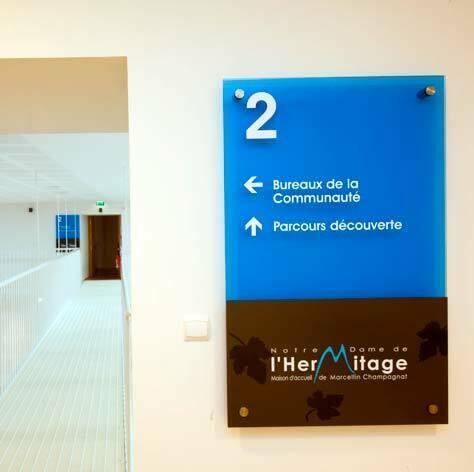notre-dame-hermitage_signaletique-42_directionnel-etage